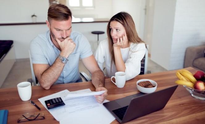 evitar gastos innecesarios para pagar las deudas