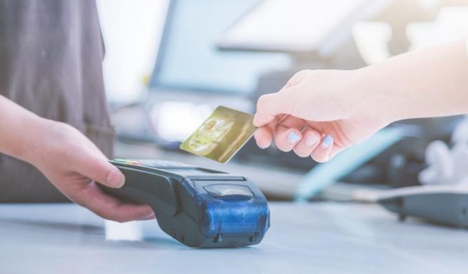 ¿Cuándo pagar con tarjeta de débito?